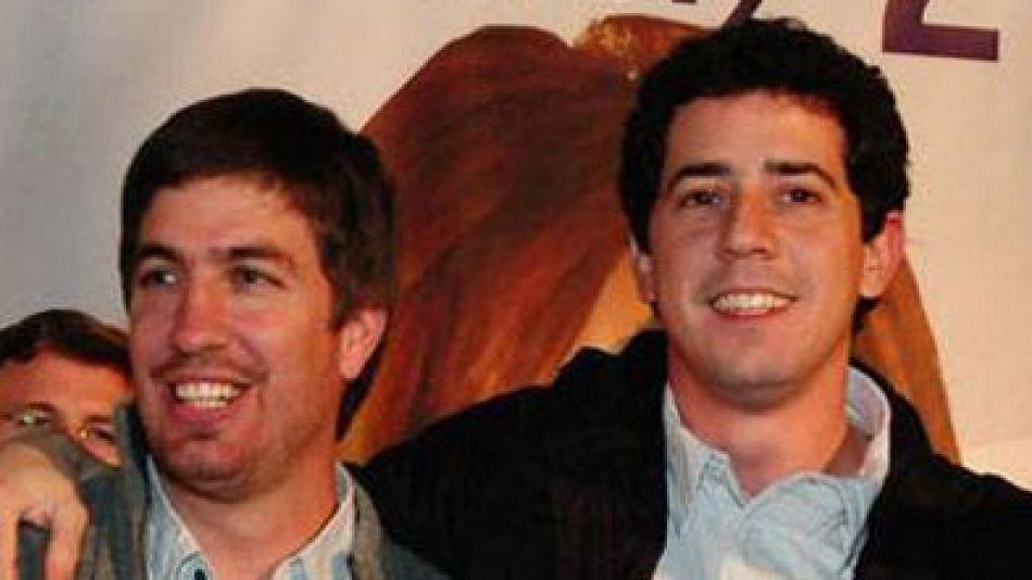 Ustarroz y Wado De Pedro son medio hermanos. Ahora militan juntos.