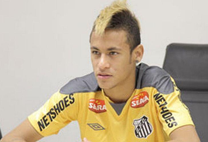 Neymar, cresta tintada de rubio