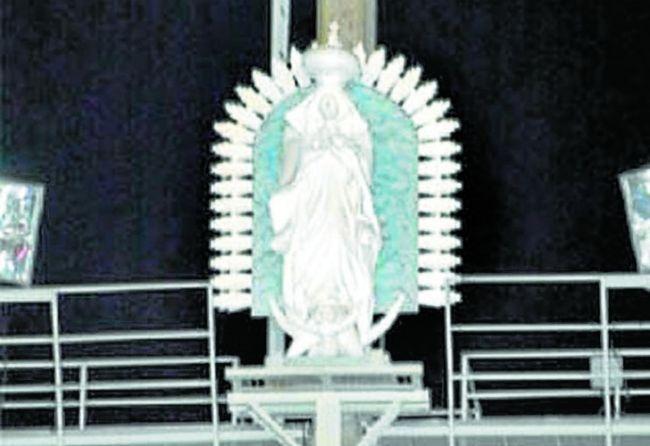 La imagen de la Virgen de Guadalupe cuando todavía velaba por Colón.