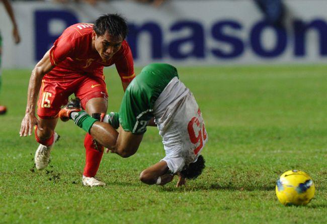 Titus Bonai, de Indonesia, durante la semifinal de fútbol ante Vietnam en los Juegos del Sudeste Asiático / AFP
