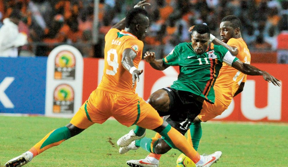 crack. Katongo encara para Zambia, que ganó la Copa con DT francés, Hervé Renard.