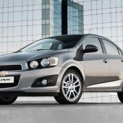 chevrolet-sonic-3-4-de-frente-sedan