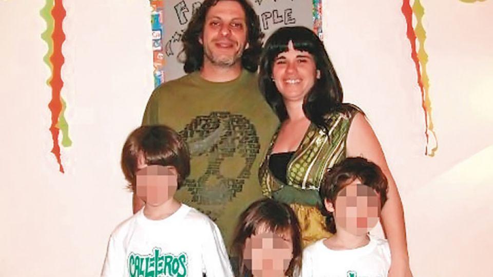 Juntos. Eduardo y Wanda, con sus tres hijos de parejas anteriores. Los dos varones vivían con ellos en la casa de Mataderos.