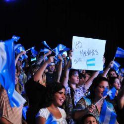 El publico con las banderas argentinas