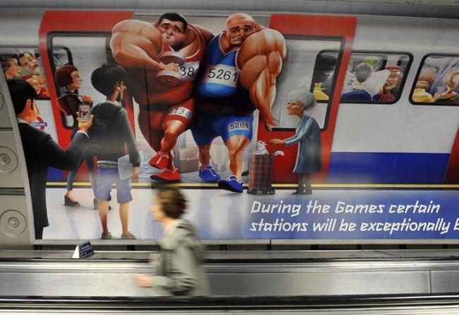 Un cartel recuerda a los londinenses que ciertas paradas del subte podrían estar muy concurridas durante los Juegos Olímpicos./ EFE