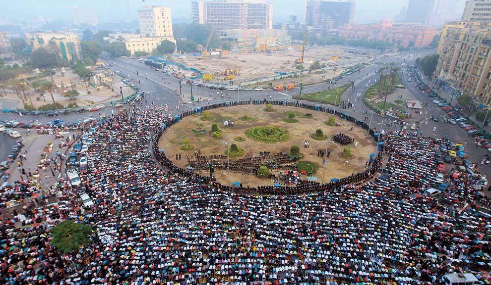 PROTESTAS. Plaza colmada en El Cairo, acampe en la Puerta del Sol y violencia en Francia, señales de que los pueblos reclaman por sus derechos por sobre el capital.