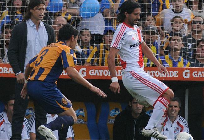 El Chori Domínguez intenta generar algo de juego. / Fotobaires