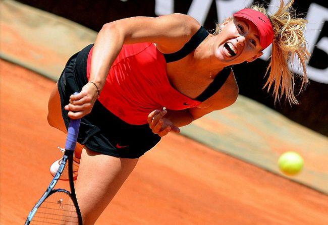 La tenista rusa Maria Sharapova durante su partido contra la estadounidense Christina McHale, en Roma. // EFE