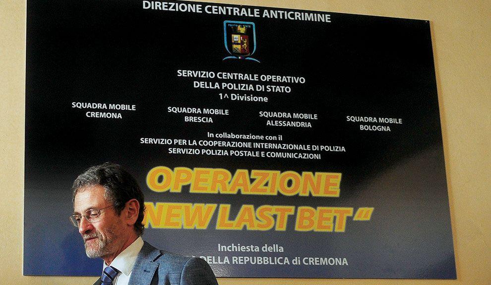 ALLA ITALIANA. El fiscal de Cremona, Roberto Di Martino, investiga supuestos casos de sobornos mafiosos en la Lazio. Dictó arrestos de jugadores.