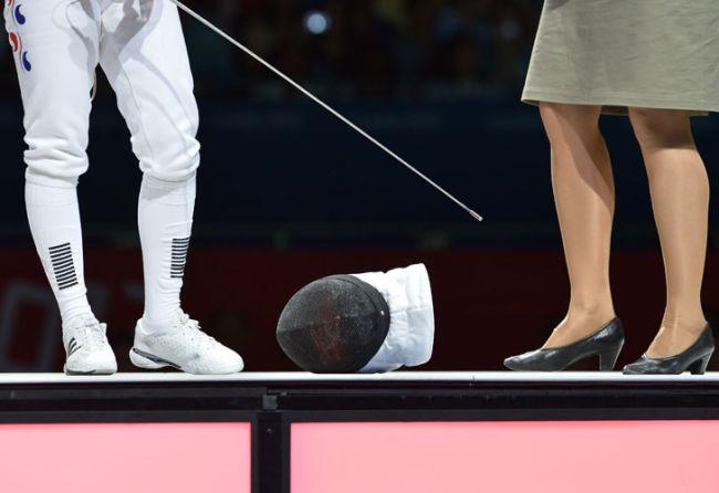 """Los pies de la surcoreana Shin A Lam, protagonista de un particular """"piquete"""" a modo de queja en la competencia de esgrima de los Juegos Olímpicos. /AFP"""