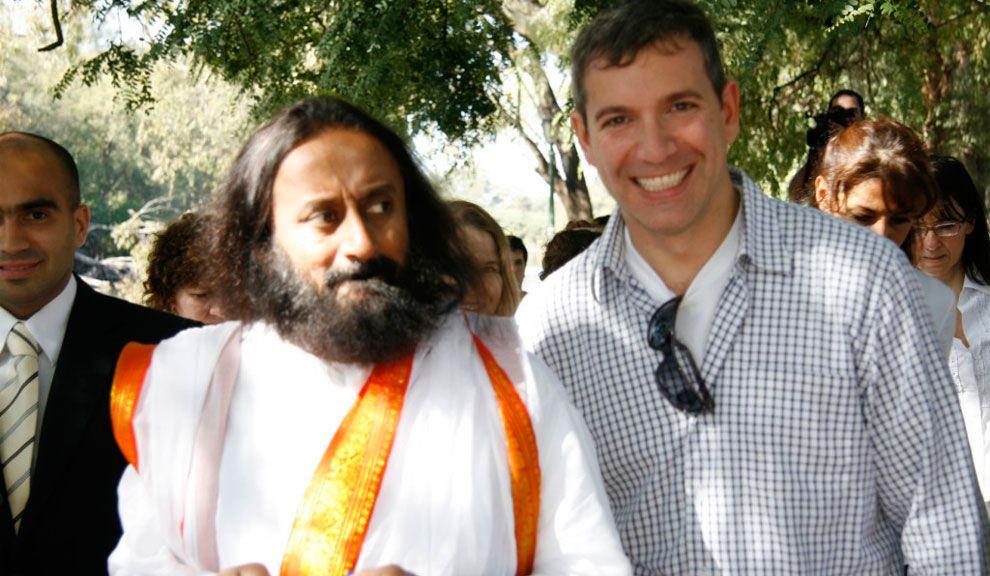 Pablo Duggan junto al Ravi Shankar, en 2008.