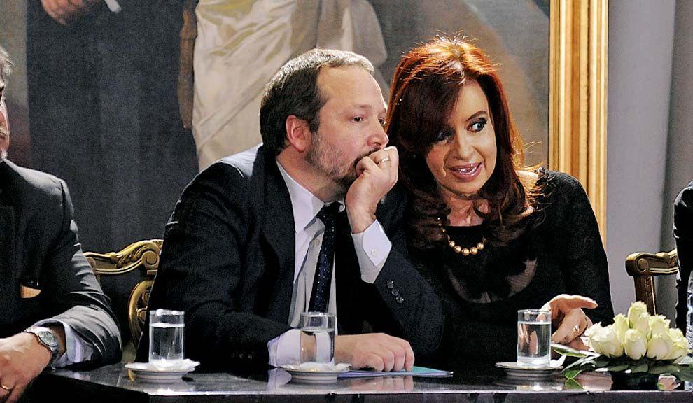 Sabbatella. El titular de la AFSCA y Cristina piden una urgente desinversión para Clarín, no para los medios aliados.