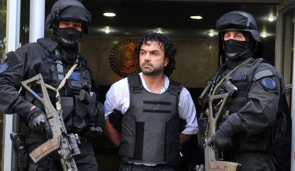 """Miércoles 31. Henry """"Mi Sangre"""" López Londoño es trasladado, bajo un fuerte operativo de Seguridad, a los tribunales de Retiro."""