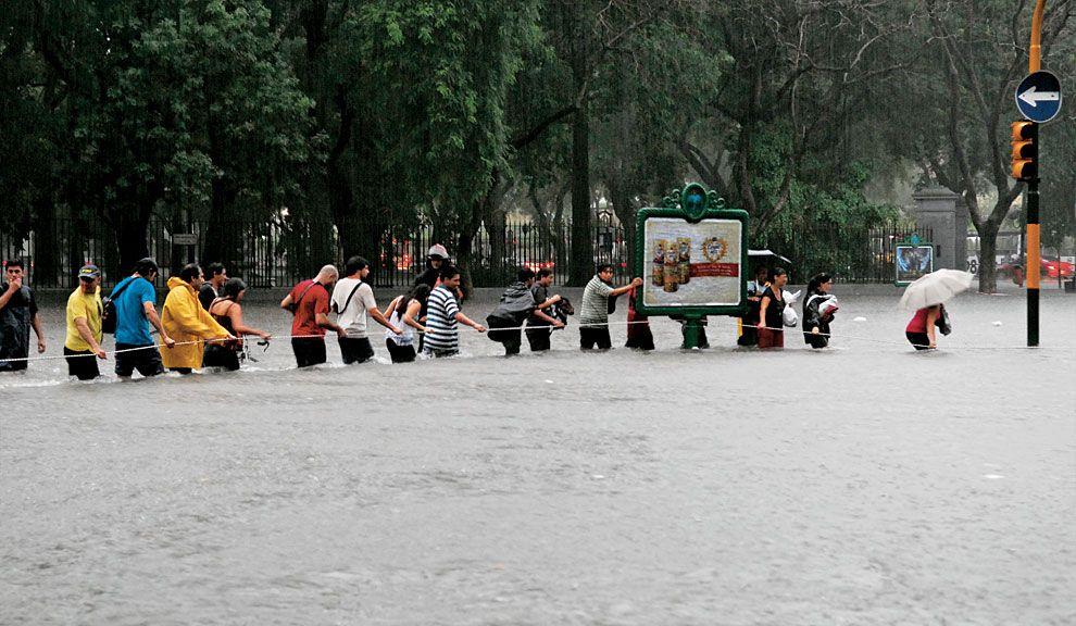 Coherencia. Sin acciones y políticas concretas por parte de los Estados, no es posible mejorar la situación ambiental : sequías, inundaciones y acumulación  de residuos tóxicos dependen de mucho más que la consciencia individual  de los ciudadanos.