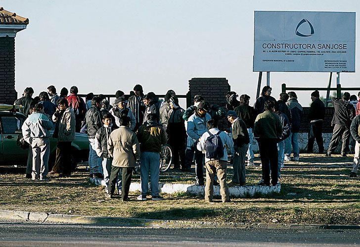 El 23 de enero de 1989 se tomó el regimiento. Cientos de personas se acercaron a ver el lamentable espectáculo de violencia.