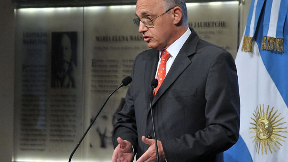 """Timerman rechazó ayer en una carta una reunión """"trilateral"""" con el gobierno británico y autoridades de Malvinas."""