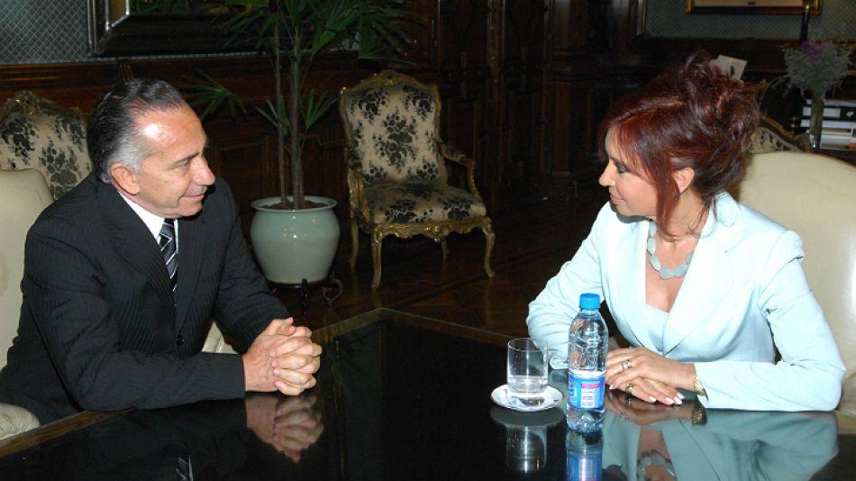En 2008, Cristina Fernández de Kirchner recibió al entonces candidato presidencial por Paraguay Lino Oviedo.