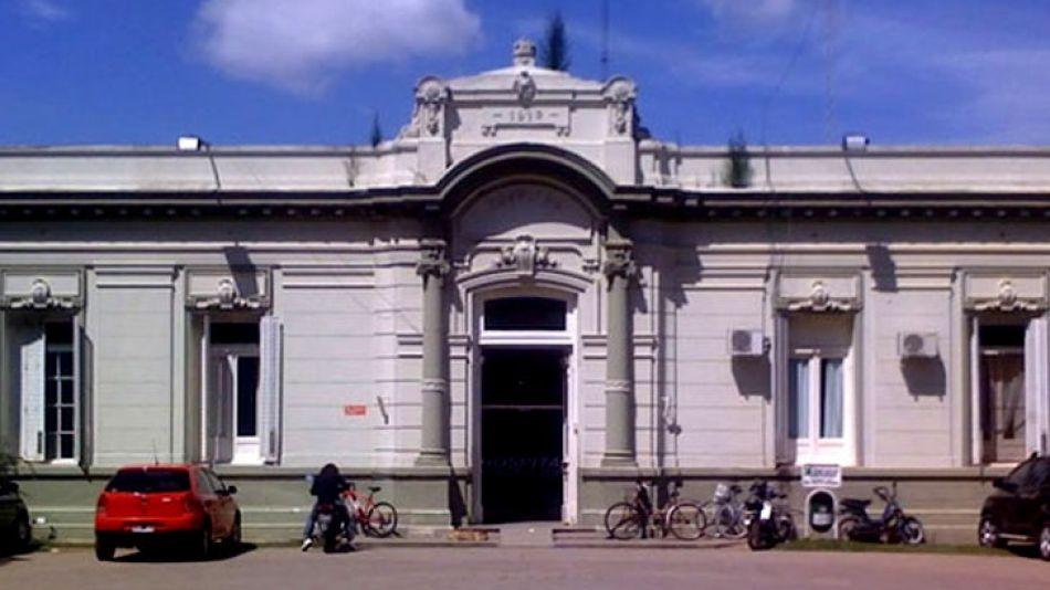 Fachada del hospital central de Carmen de Areco.
