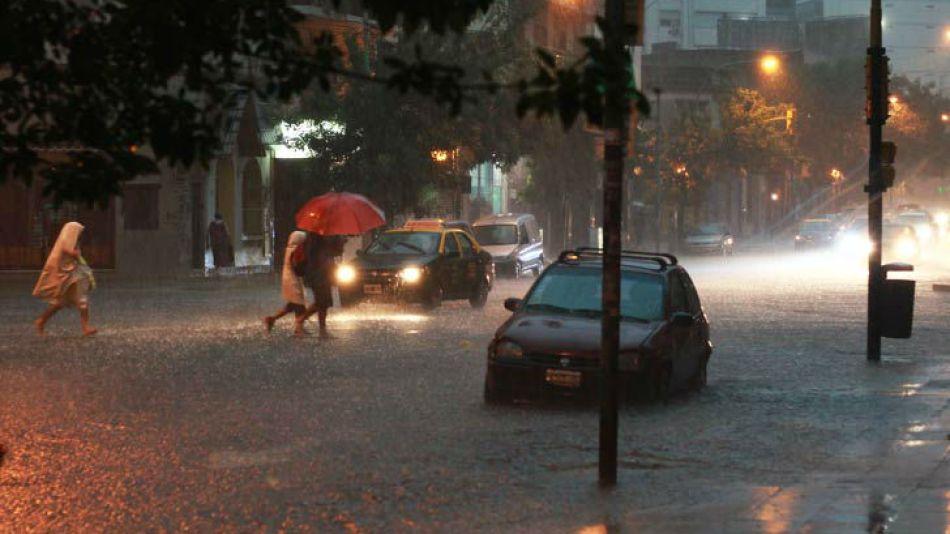 La tormenta llegó a la ciudad de Buenos Aires tras una fuerte ola de calor.