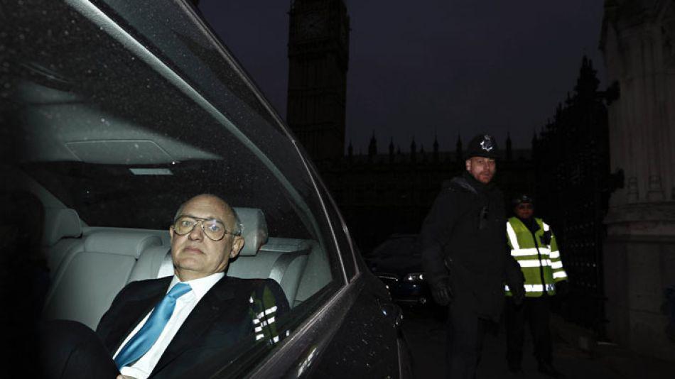 """Martes 5/02. Timerman, en Londres, desahuciado. Pidió que lo tomen """"en serio"""" y dijo ser """"víctima de la dictadura""""."""