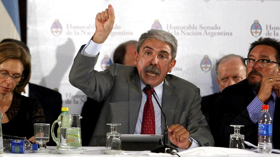 Aníbal Fernández, interpeló a los gritos a la oposición desde el Salón Azul del Senado.