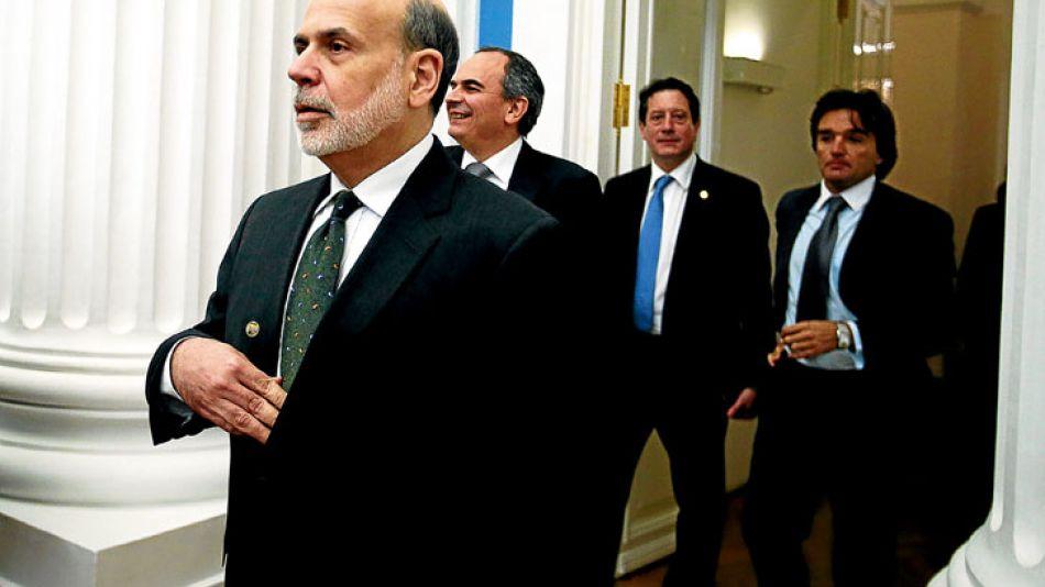 Roce. Bernanke, de la Fed, camina y detrás asoman los argentinos Miguel Pesce (BCRA) y el secretario de Finanzas, Adrián Cosentino.