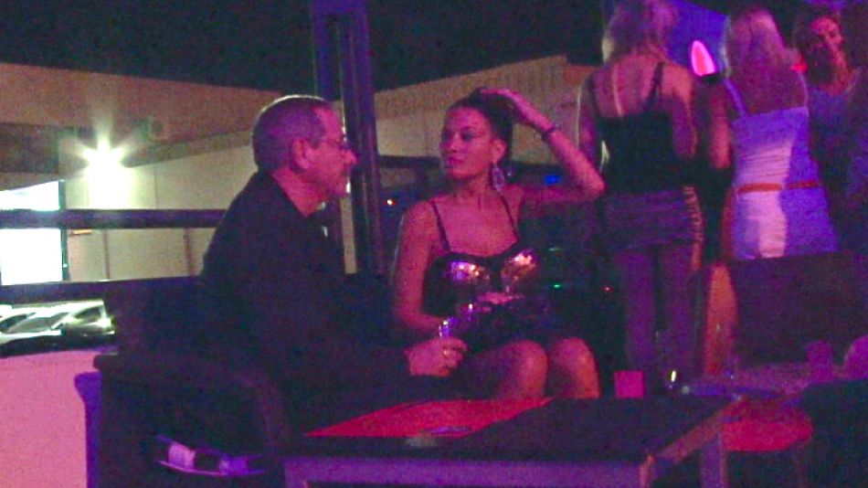 El sábado 9 de febrero estuvo en el vip de la disco Zebra, de Carlos Paz, junto a Claudia, su atractiva novia (ex azafata).