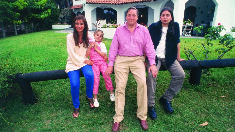 Cristina junto a su familia en los '90. Hoy cumple 60 años.