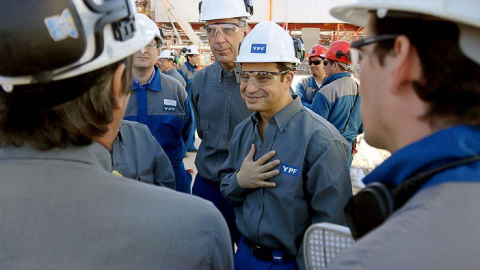 El CEO de YPF, Miguel Galuccio, confirmó que la medida de congelar precios no incluye a los valores de las naftas y el gasoil.