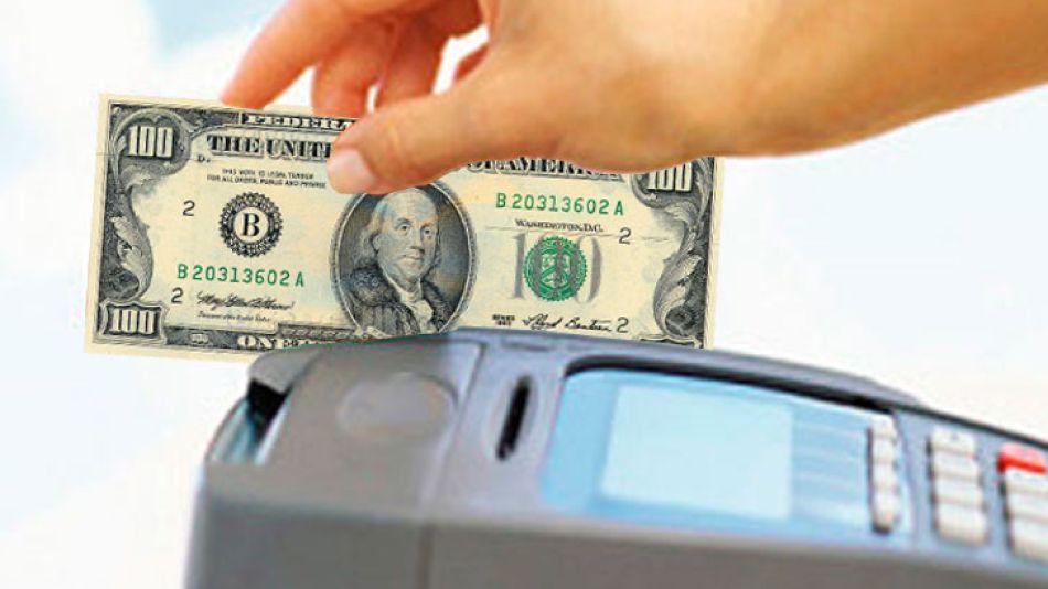 Las compras en el exterior con tarjeta de crédito se dispararon en los últimos meses.
