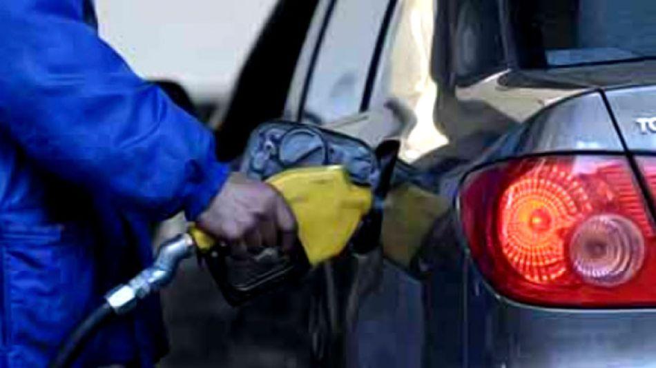 Las intendencias de Vicente López, San Fernando y San Miguel pusieron en marcha un nuevo impuesto a los combustibles.