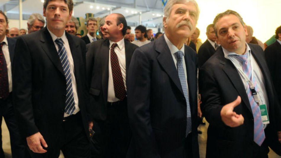Abal Medina y De Vido recorren el pabellón del Programa Patria Grande Conectada durante la reapertura de Tecnópolis en marzo de 2012.