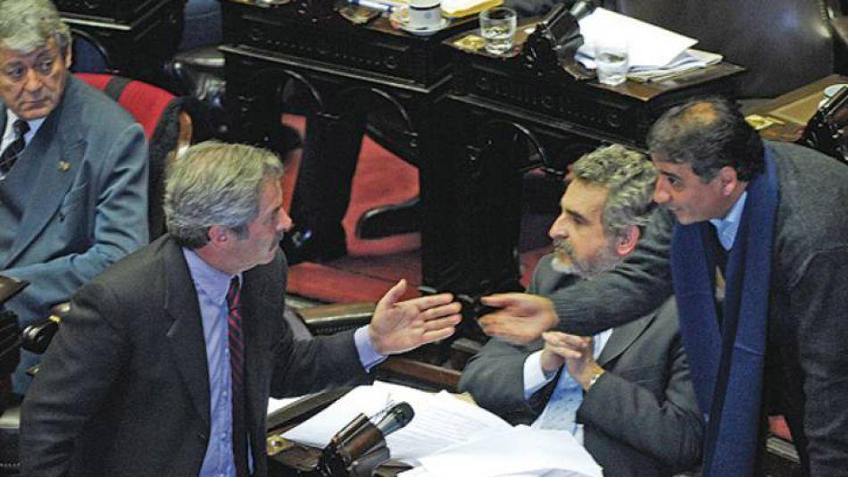 "Julio de 2008: Kunkel acusó a Solá de ""traidor""."