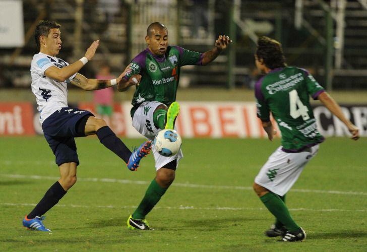 Ferro e Independiente Rivadavia de Mendoza aburrieron en Caballito. / Télam