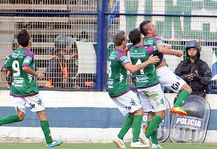 Christian Chimino festeja el gol de Ferro ante Gimnasia. / Fotobaires