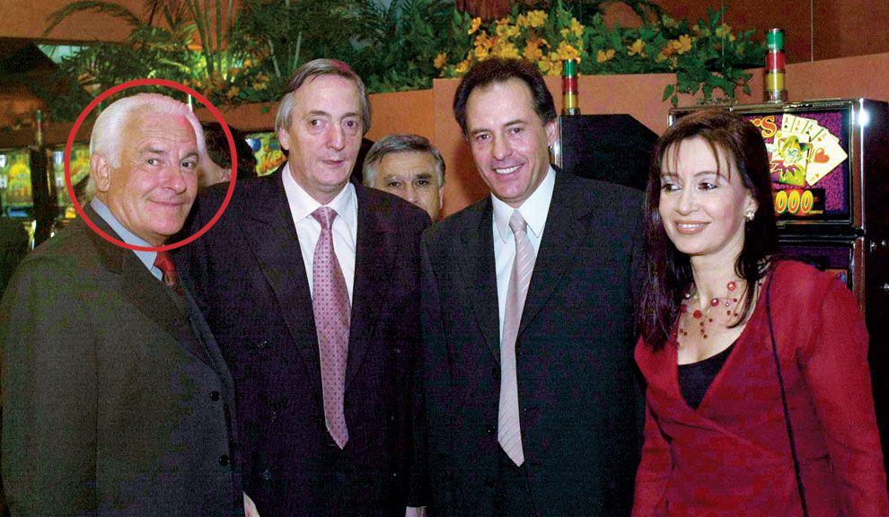 OTROS TIEMPOS. Castellanos Bonillo y su socio Cristóbal López junto al matrimonio Kirchner.