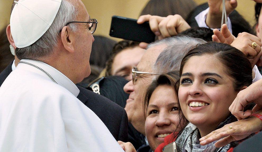 Temor en el Vaticano por la seguridad  de un Pontífice poco afecto a las normas  de protección. Enemigos y reformas de fondo.