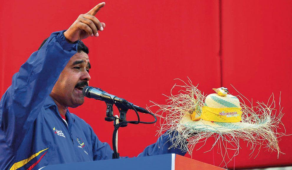 Pío Pío. Maduro y su sombrero con el pájaro Chávez en el cierre de campaña. ¿Demagogia mística?