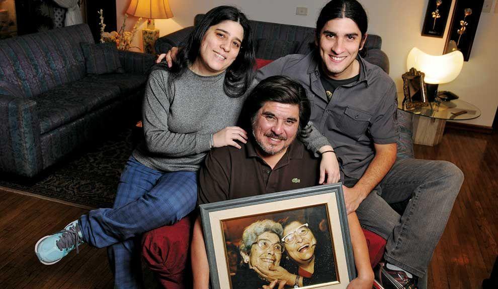 Recuerdos. Sus hijos Araceli y Agustín y el retrato de Mercedes y su madre, doña Emma.
