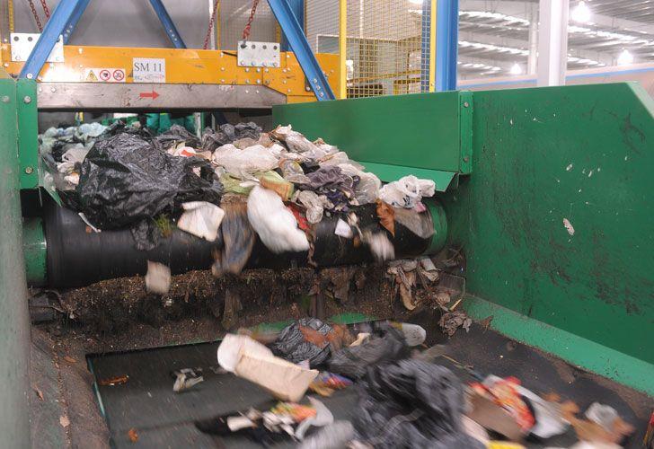 El cuerpo de Ángeles Rawson fue hallado en las cintas de separación de residuos de la CEAMSE de José León Suares el día martes.