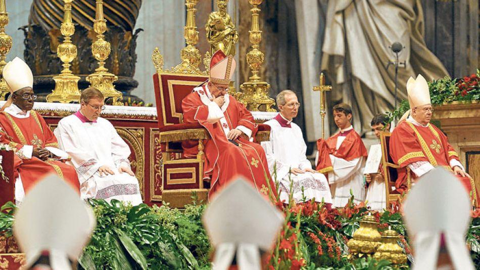 Dios se lo pague. El argentino Francisco dirigió ayer una ceremonia religiosa en el Vaticano, mientras avanza la comisión.