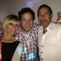 Hernan Estevanez con Guillermi Francella y su mujer