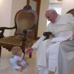 El Papa Francisco con Inés, la hija de Maru Botana
