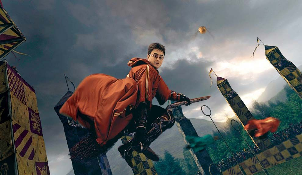"Harry Potter, el protagonista de la saga de J. K. Rowling, jugaba al ""quidditch"" sobre escobas voladoras."