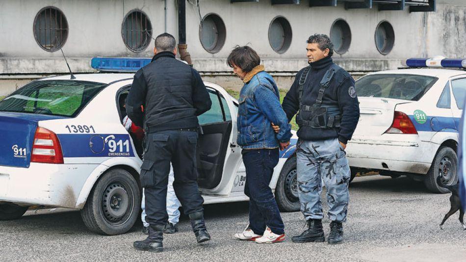 Drama. Alberto Ponce estuvo tres años en pareja con Susana Leiva. Ayer fue trasladado desde la Unidad 40 de Lomas de Zamora, donde está detenido, hasta Tribunales. Los investigadores sospechan que el