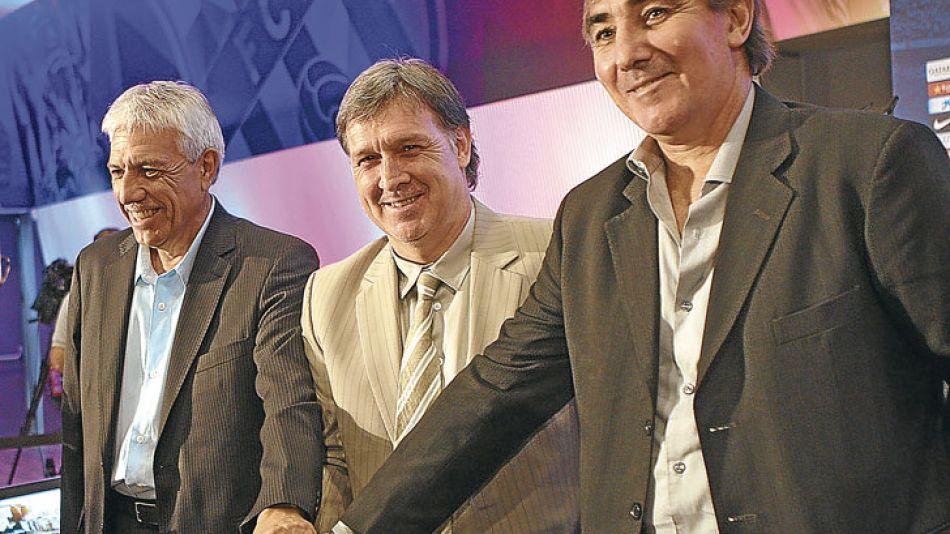 Equipo. Tata y sus ayudantes, Elvio Paolorosso (preparador físico) y Jorge Pautasso.