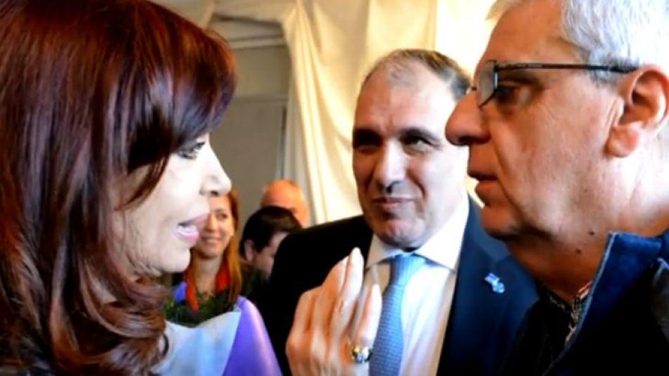 """Cara a cara, Cristina y """"Juan José"""" Lingeri, el sindicalista rebautizado por la Presidenta."""