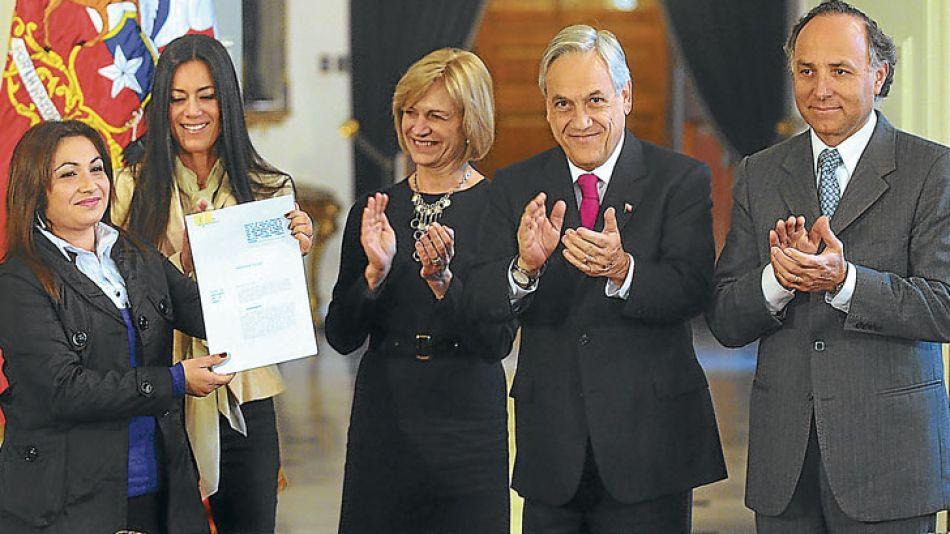 Gestión. La dirigente fue ministra de Trabajo de Sebastián Piñera, que apoya su postulación.