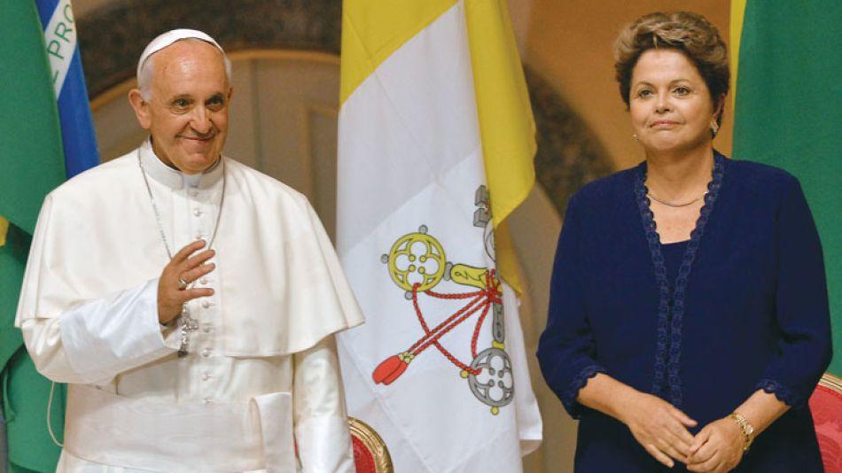 Líderes. Francisco agradeció la hospitalidad de Dilma Rousseff, pero también le marcó su agenda.