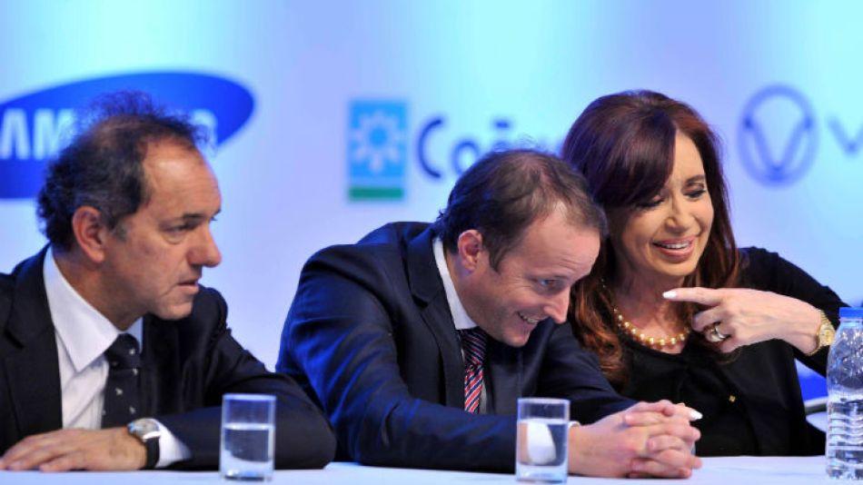 La Presidenta Cristina Fernández junto a su candidato Martín Insaurralde en la planta de Samsung.